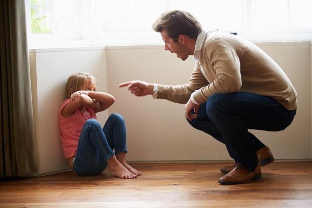 dad-shouting-at-daughter.jpg