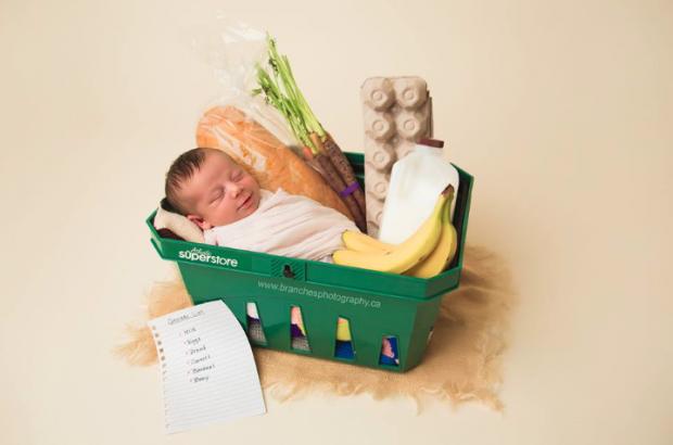 supermarket-birth-photoshoot.png