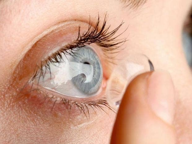 Surgeon finds 27 contact lenses in woman's eye