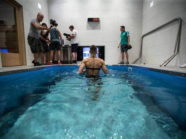 Revealed Why Conor Mcgregor Has Been Using An Underwater Treadmill To Prepare For Fight With