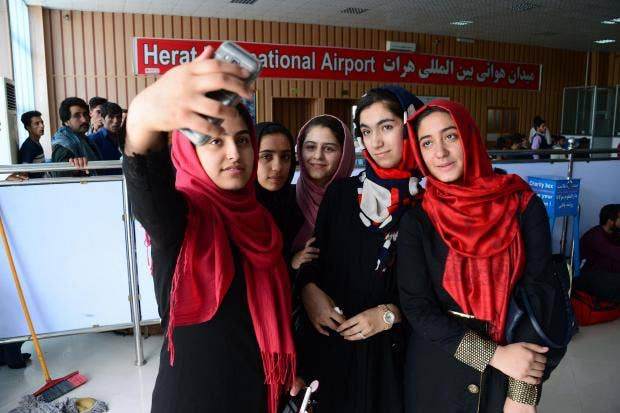 afghan-robotics-team.jpg