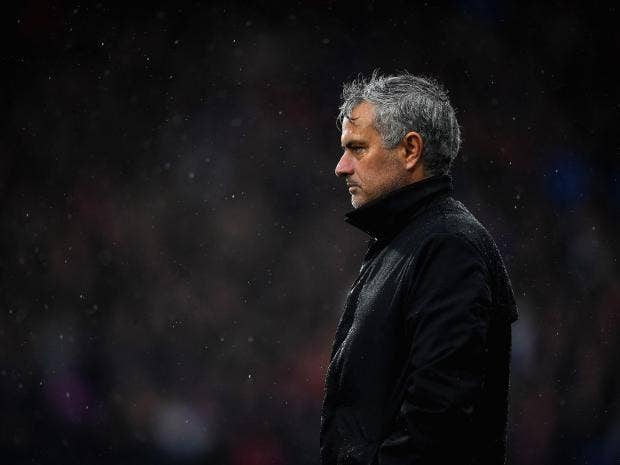 Người ta có nhiều lý do để khắt khe với Mourinho hơn đa sô các HLV khác