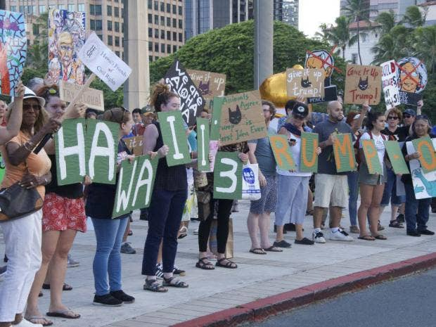 hawaii-protest-trump.jpg