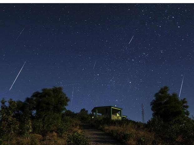 a view of the geminid meteor shower asim patel wikimedia