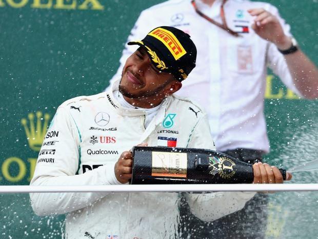 Hamilton gana su primera carrera de la temporada tras el pinchazo de su compañero Bottas