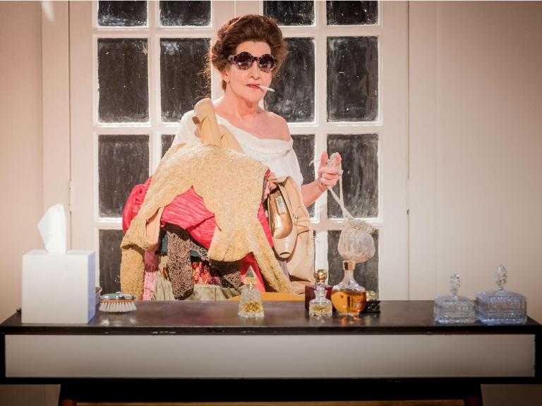 Woman Before a Glass, Jermyn Street Theatre, London, review: Judy Rosenblatt captures the shafts of loneliness and pathos beautifully