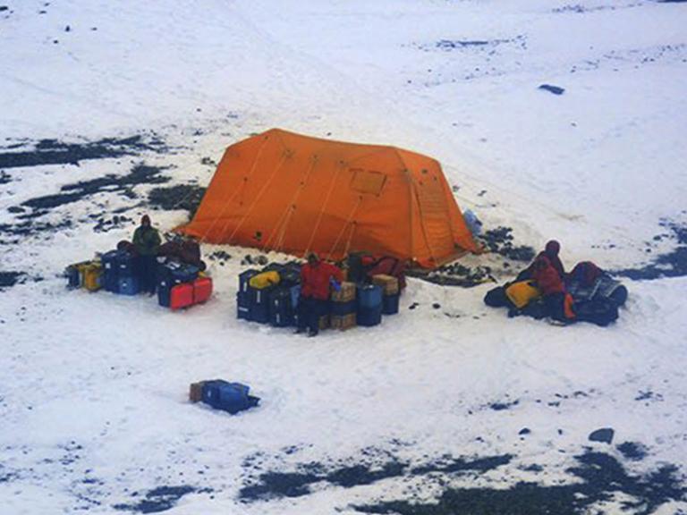 antarctic-rescue.jpg