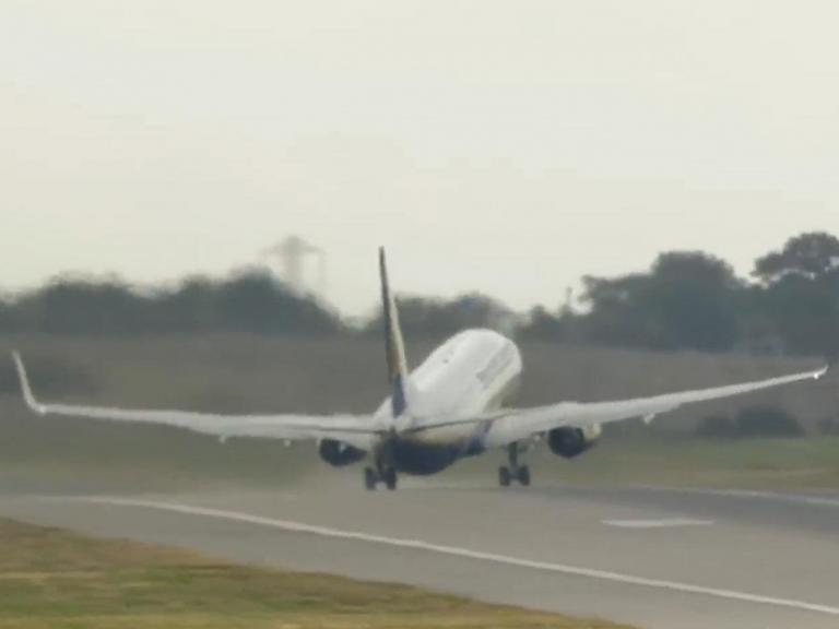 ryanair-plane-battered-by-high-winds.jpg