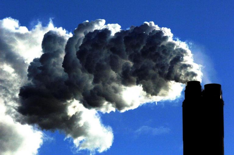 Global trade wars and political tension undermining climate change efforts, says World Economic Forum