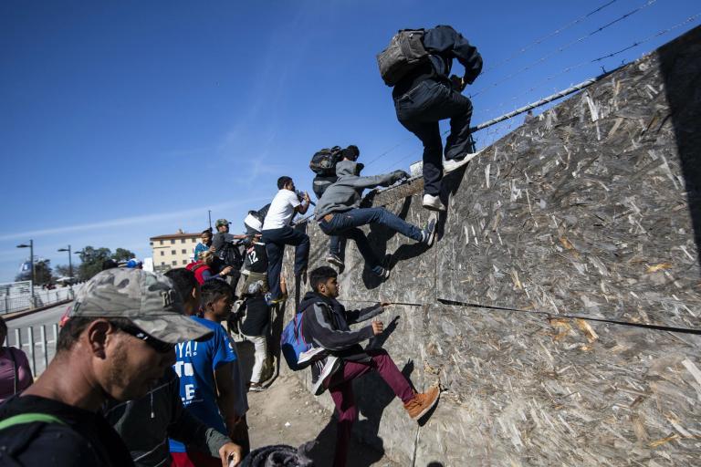 border-deport.jpg