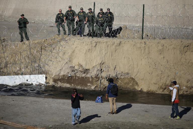 tijuana-border-clash-18.jpg