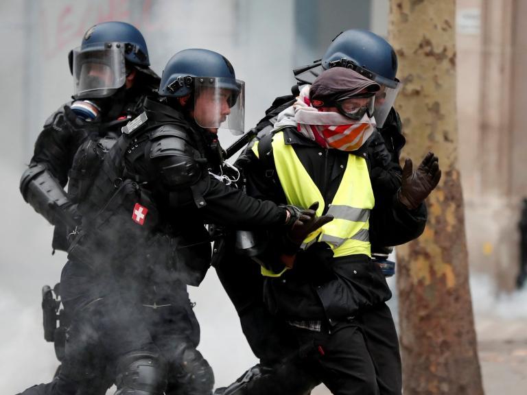 paris-protests-police.jpg