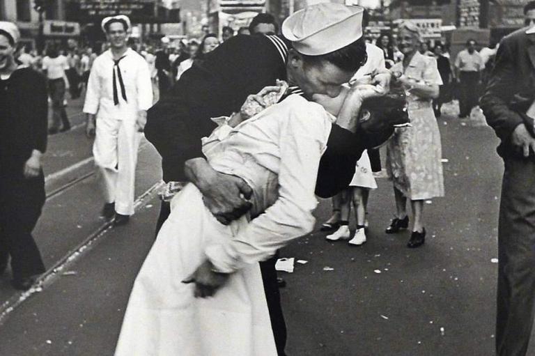kissing-sailorv4.jpg