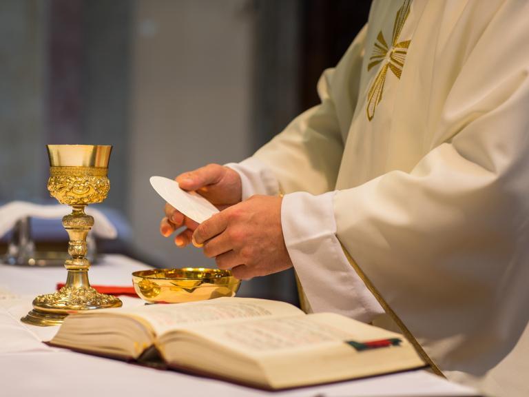priest-mass.jpg