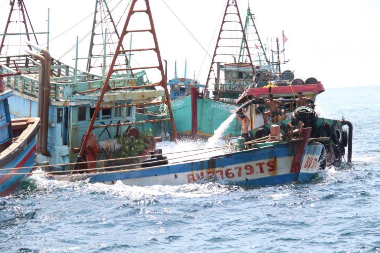 Indonesia-boats-sink.jpg