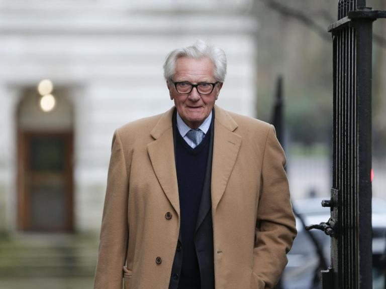 Michael Heseltine: Conservative peer has party whip suspended after saying he will vote for Liberal Democrats