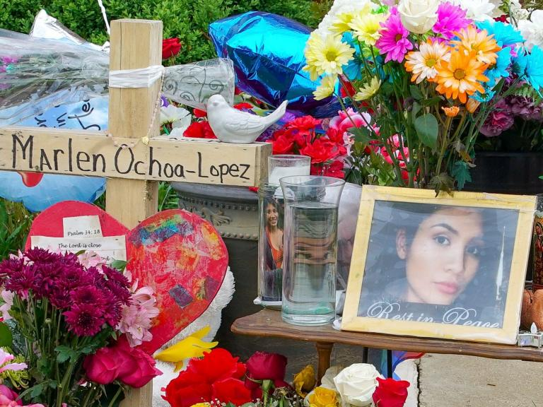 Marlen Ochoa-Lopez: Mother and daughter 'distracted pregnant murder victim with photo album' before strangling her