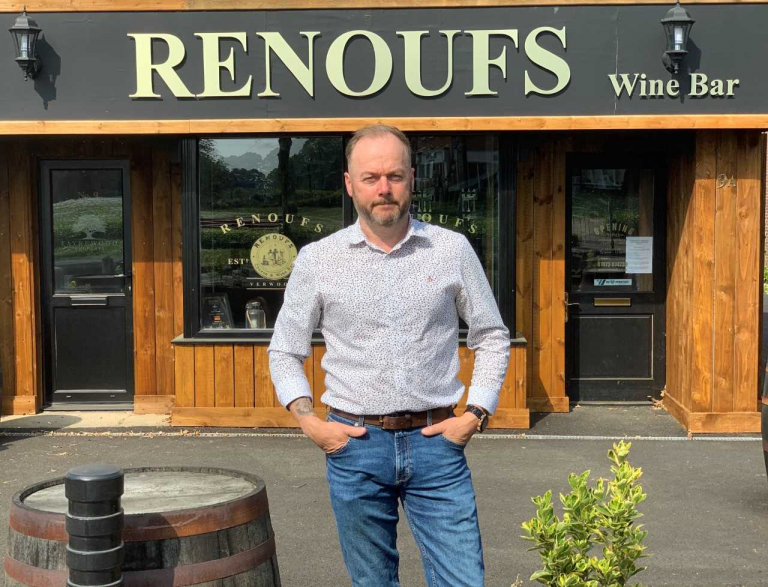 'I'd lose everything': Pub and restaurant owners join forces to demand payouts from insurers