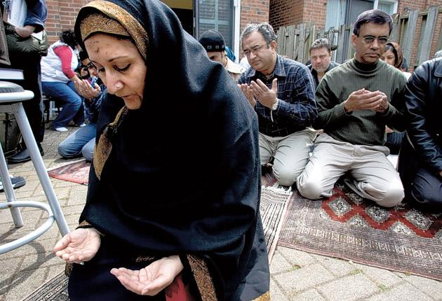 Raheel Raza leads a group of Muslims in a first ever public, woman-led Juma Prayer in Canada