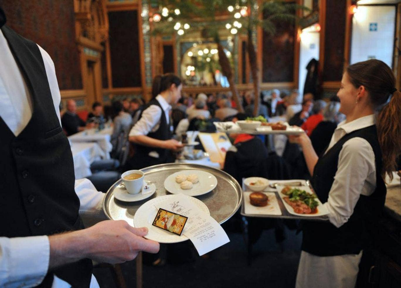 How we are cheated in restaurants: small tricks of waiters