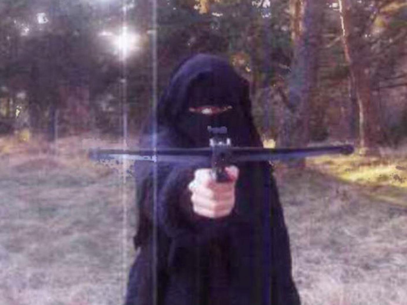 ИГИЛ призвал женщин взяться за оружие