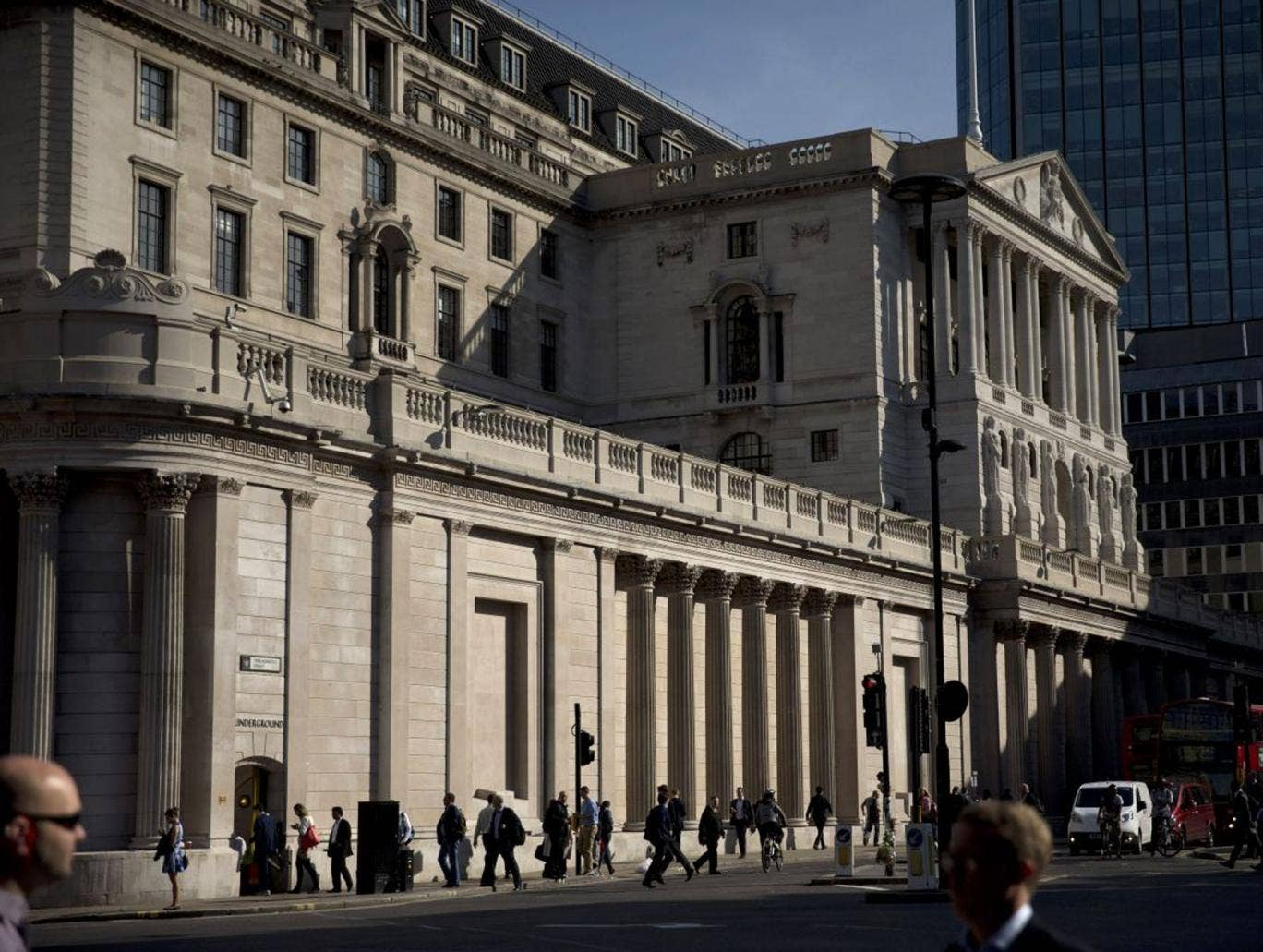Finger on the interest rate trigger: the Bank of England