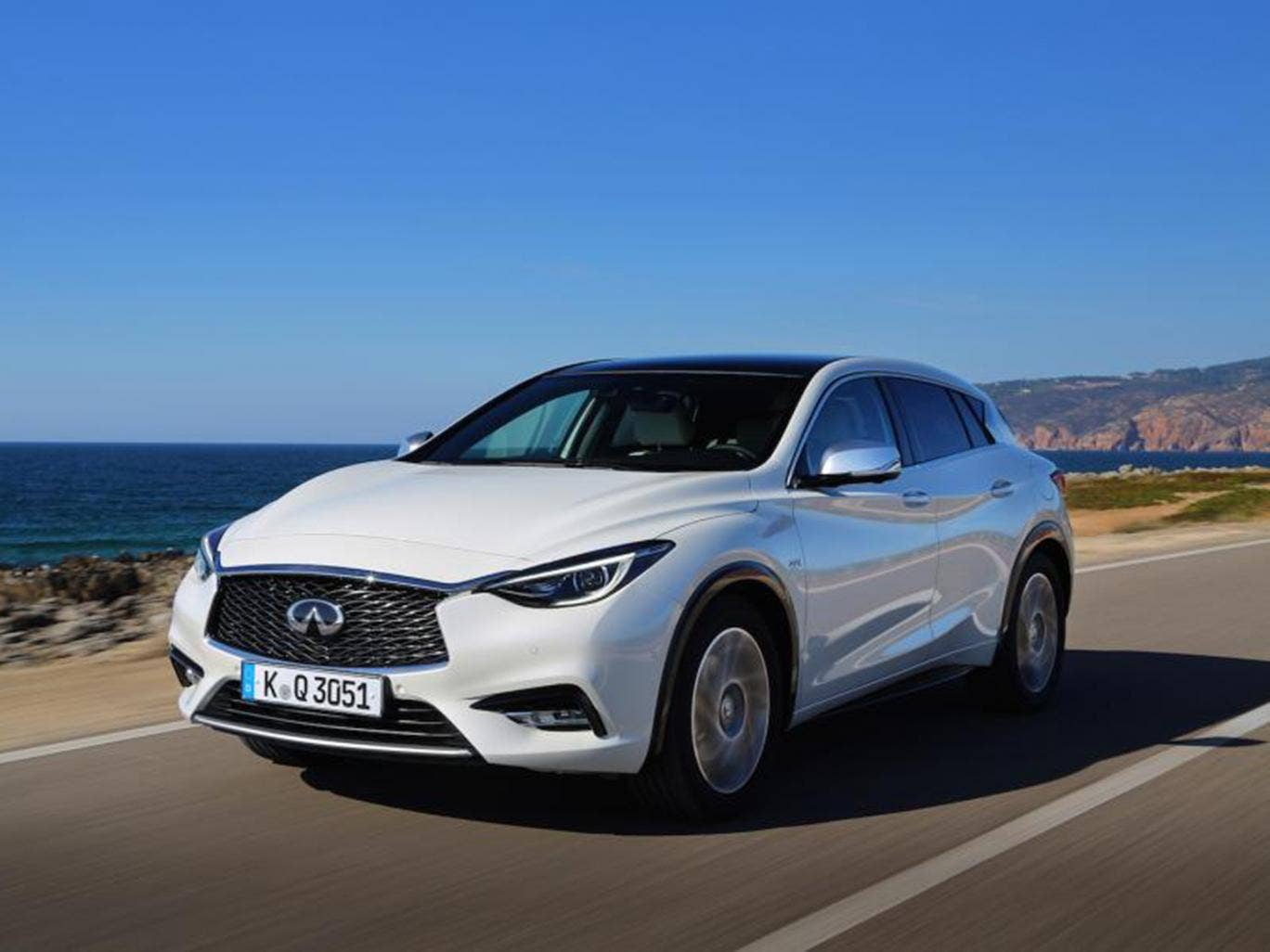infiniti q30 premium tech awd dct car review it boasts a premium feel but does it offer. Black Bedroom Furniture Sets. Home Design Ideas