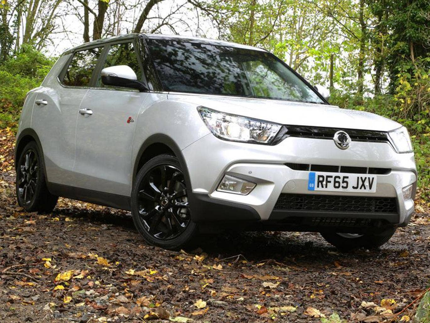 ssangyong tivoli 4x4 auto car review adding four wheel drive to the small yet roomy suv. Black Bedroom Furniture Sets. Home Design Ideas