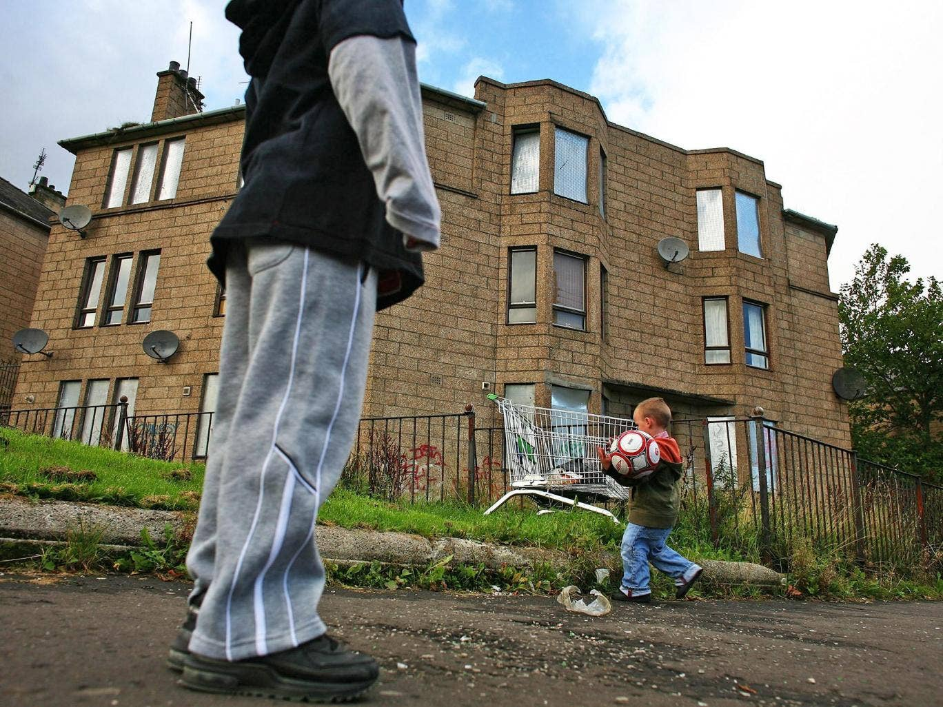 Benefits for large families: housing and land