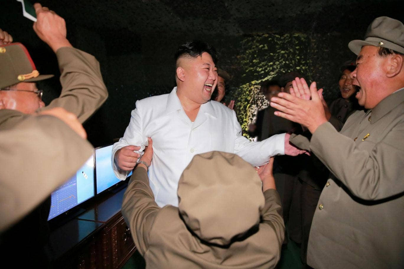 Kim Jong-un ordered to shoot the dozing off minister of the armed forces 05/13/2015 15