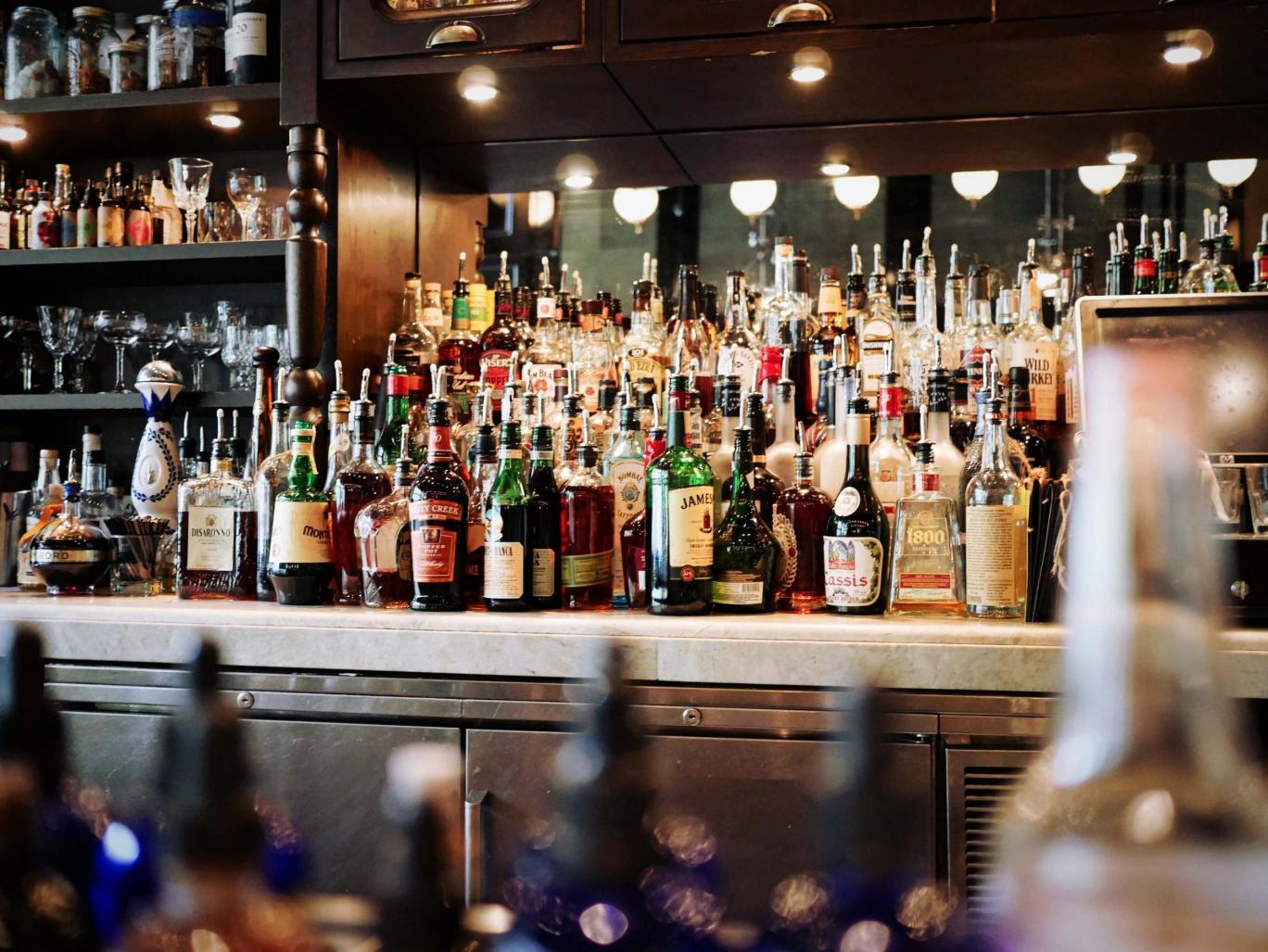 Лучшие бары Варшавы или где можно выпить с местными жителями