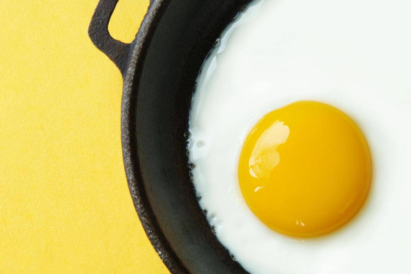 Fried egg in an iron skillet