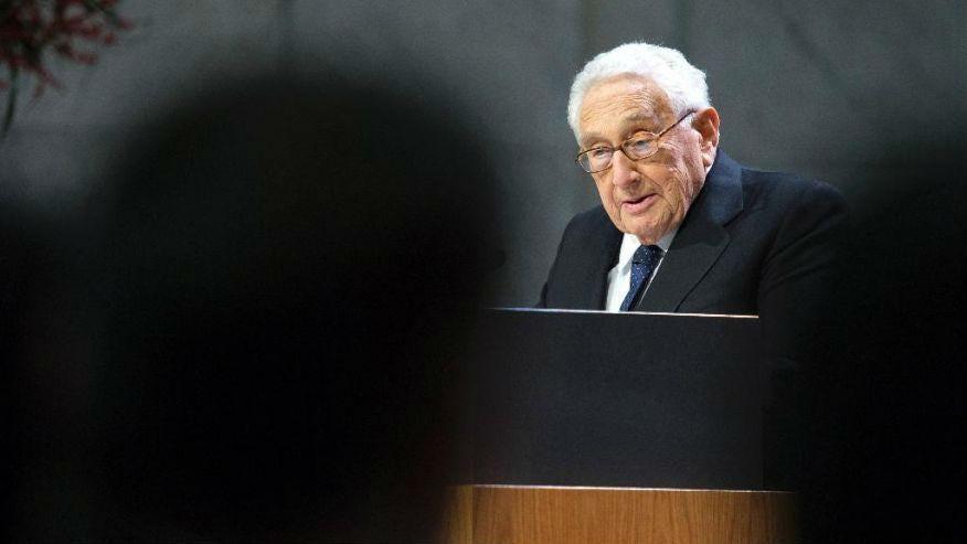 Ucrania destituye al presidente Yanukovich. Rusia anexa la Peninsula de Crimea, separatistas armados atacan en el Este. - Página 30 Kissinger-trump