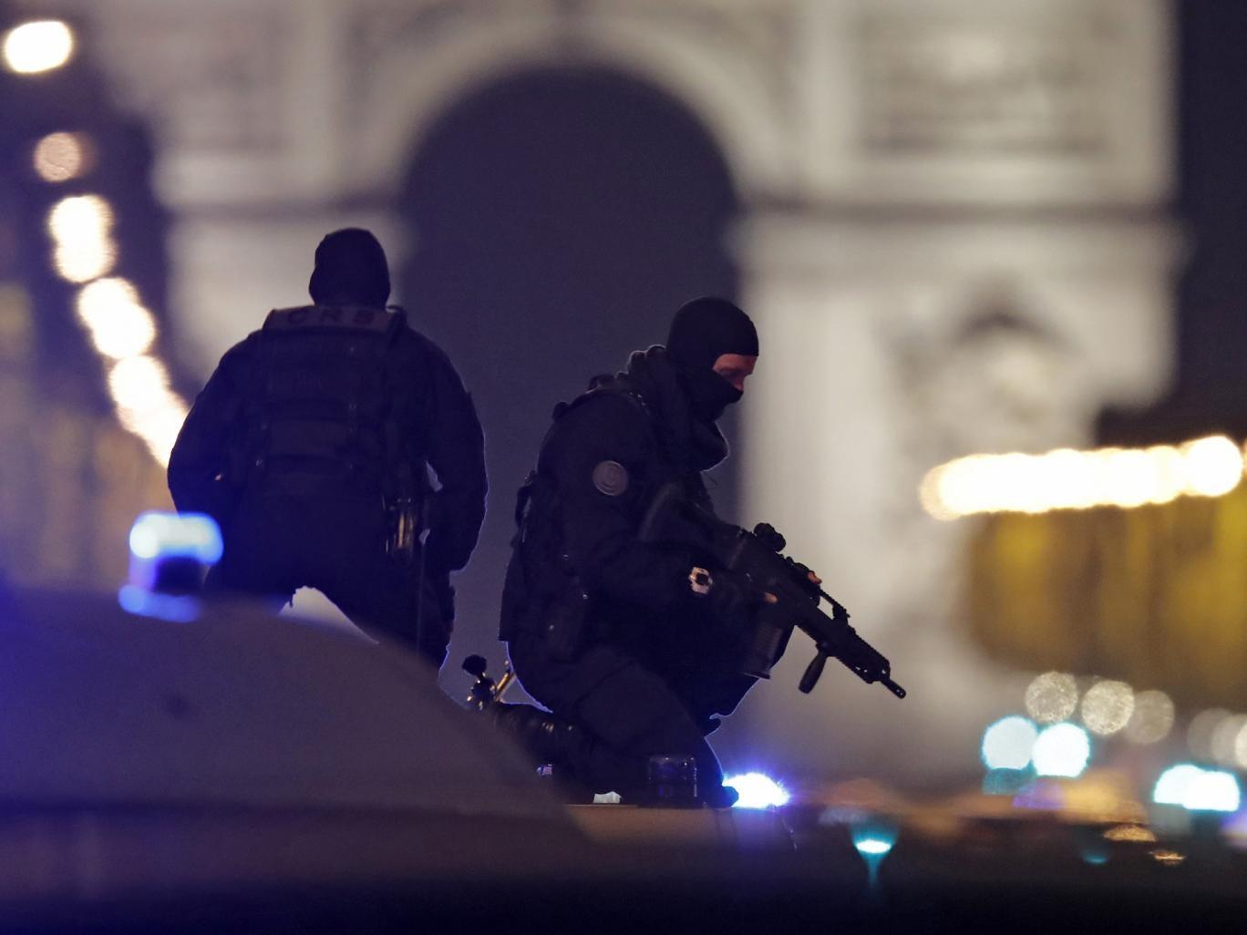 paris-champs-elysees-police.jpg