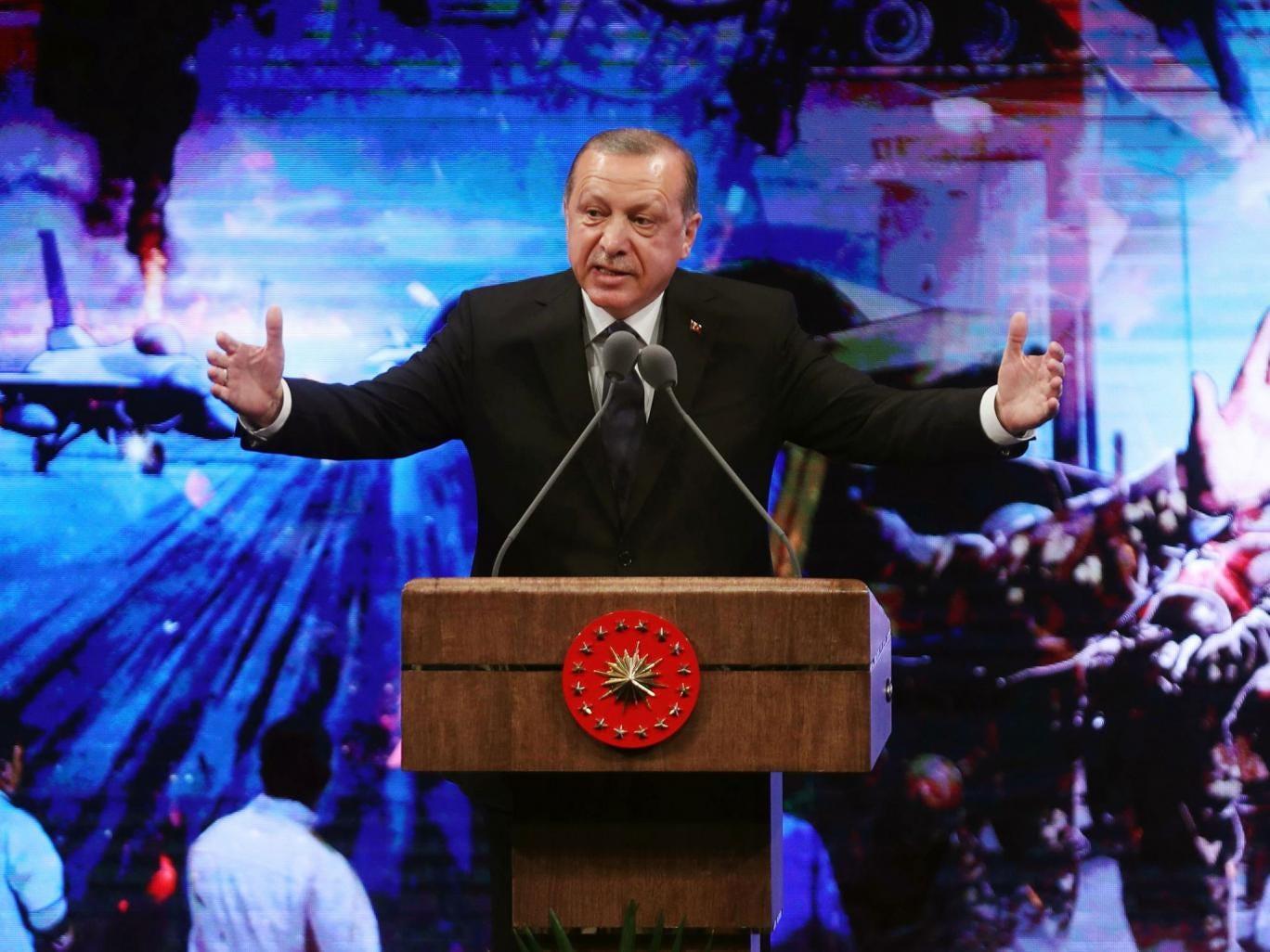 'Başarısız darbe girişiminden bir yıl sonra, Türkiye'de demokrasi tehlikede olmaya devam ediyor'