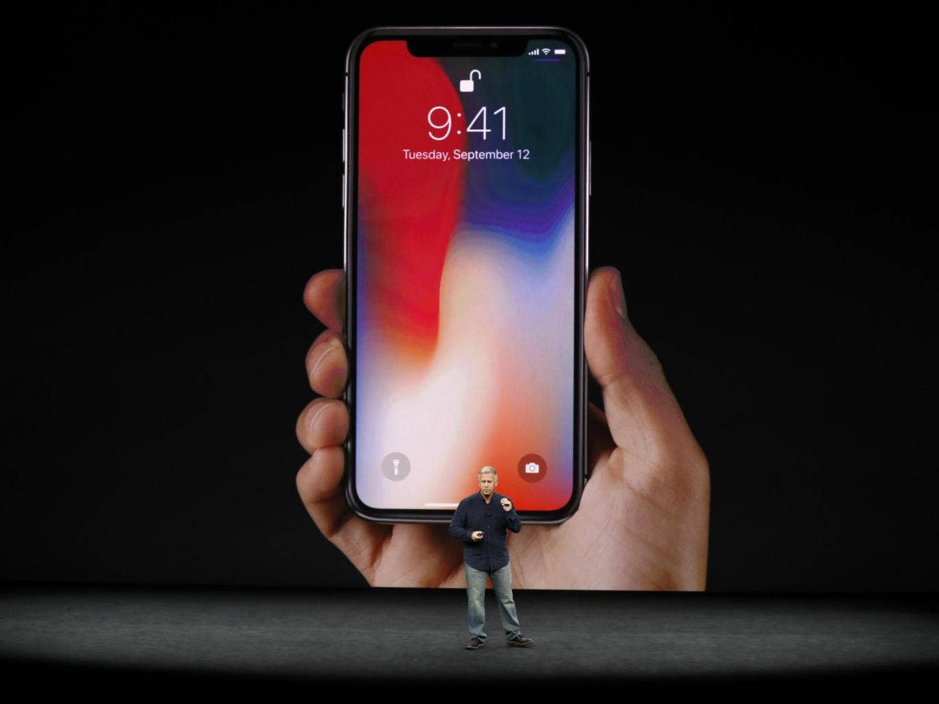 iPhone X malfunctions at launch - Apple