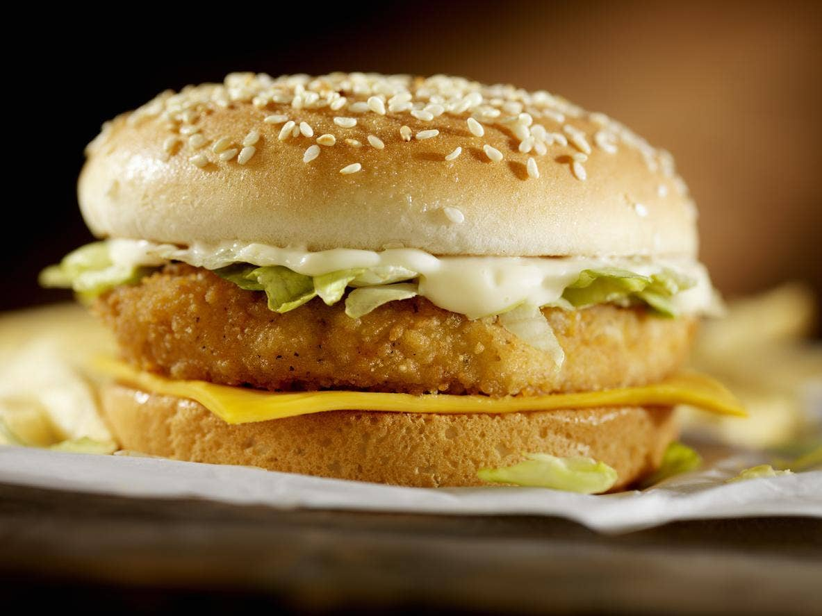 https://static.independent.co.uk/s3fs-public/styles/story_large/public/thumbnails/image/2017/09/14/12/chicken-burger-0.jpg