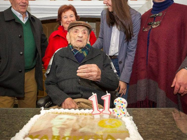 Worlds Oldest Man And His Family Reveal Secret To A Long Life The