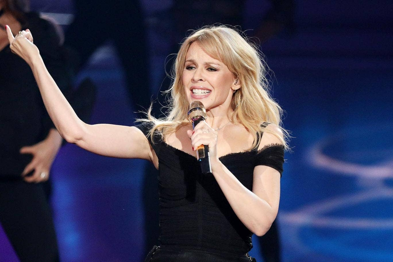 Kylie Minogue cancels world tour on doctor's orders