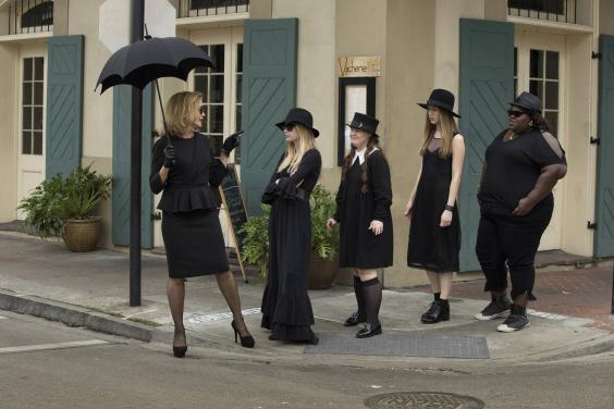 AHS_Coven_Ep1_group2.jpg
