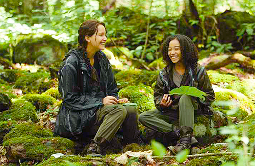 Katniss-and-Rue-The-Hunger-Games.png