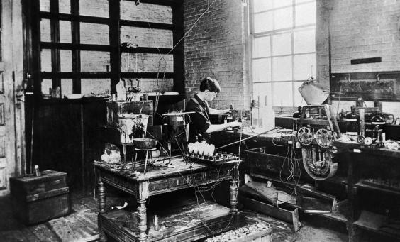 Thomas-Edison-Getty.jpg