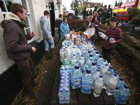 flood-volunteers-2.jpg