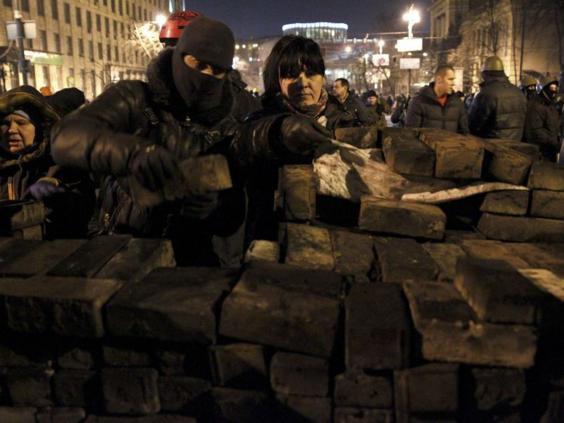 ukraine-barricade-REUT.jpg