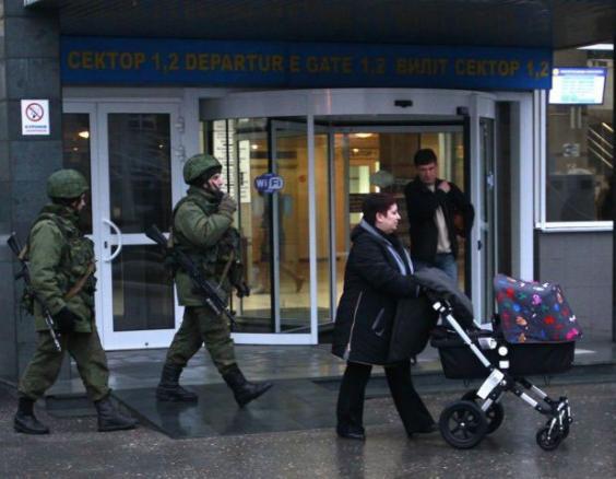 crimea-airport2-REUT.jpg