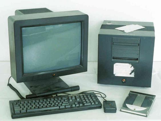 first-www-computer-1808ade6c9751e875f8dd351c6ef7433c411b5ef-s6-c30.jpg