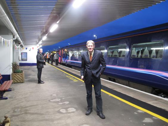 Simon-Calder-prepares-to-board-the-first-train-from-Dawlish-to-London.jpg