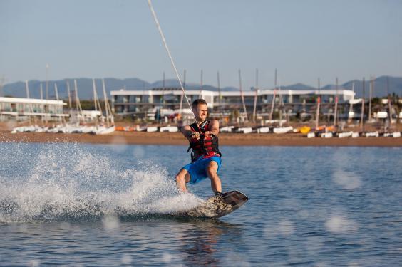 waterskiing-greece-travel_1.jpg
