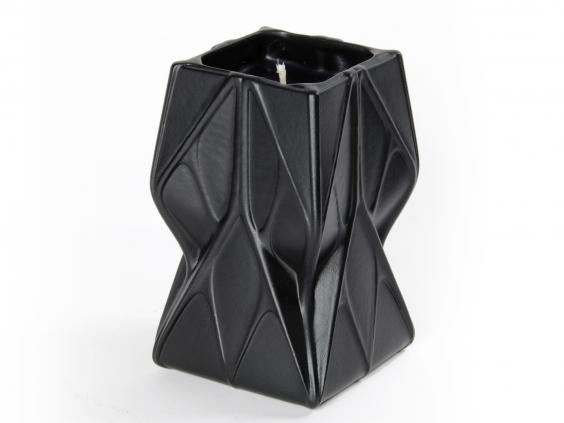 Zaha-Hadid-scented-candle.jpg