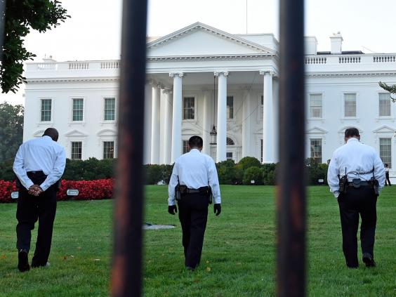 25-White-House-Fence-AP.jpg